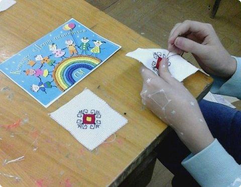 Сестренка и братишка - чувашские ребятишки! На создание таких текстильных куколок вдохновляет наша Чувашская Республика и её яркая национальная чувашская вышивка! фото 11