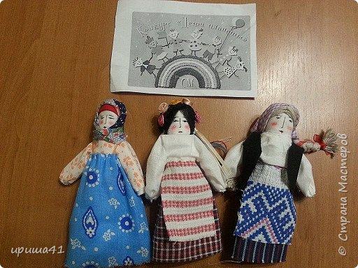 Мне очень хочется, чтобы все народы в мире жили в согласии и в мире. чтобы все дружили друг с другом. Конечно, все народы очень разные. Но ведь не может нам помешать то, что мы живем в разных странах. Мне очень хочется, чтобы славянские народы жили на земле одной семьей. И я решила сделать трех кукол-славяночек - русскую, украинку и белоруску.  фото 6