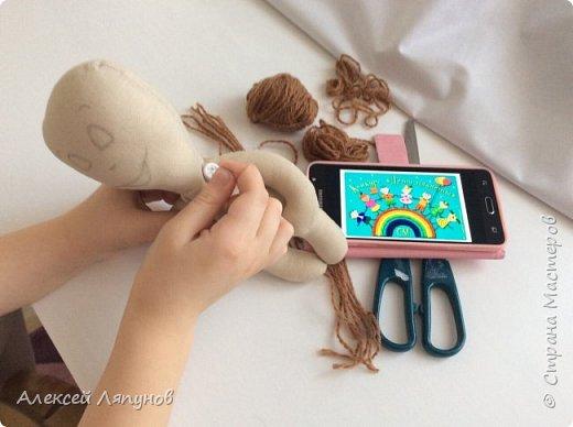 Маленькая Варя с своей мягкой игрушкой Крош фото 6
