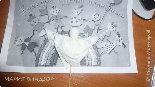 Изготовление подарка к празднику Великой Пасхи. На пасху принято дарить подарки. В этот день дарят крашенные яйца, куличи, а я предлагаю подарить народную традиционную куклу, сделанную с душой своими руками. Народная кукла учит добру, отражает мудрость народа, его идеалы и ценности. Она говорит на универсальном языке, который понятен всем людям, независимо от возраста, национальности, социального положения религиозных и идеологических воззрений. Традиционная обрядовая кукла в свое время утратила свою значимость, а сегодня кукла переживает свое второе рождение.   фото 6
