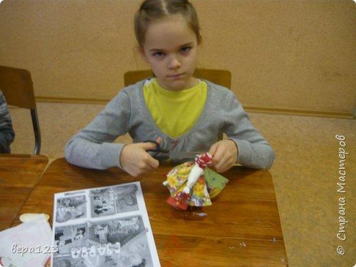 Кукла-оберег  испокон веков считается , нянечкой для новорожденных. Символ любви матери-прародительницы Рода к последующим поколениям. Моя мама родилась в 1925 году в Кировской области. где широко распространено изготовление народной игрушки и поэтому я всегда имела большое количество кукол и люблю их делать сама с теми детьми , которые приходят ко мне на занятия. фото 5