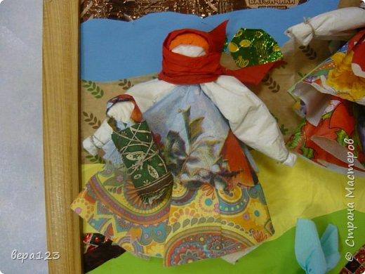 Кукла-оберег  испокон веков считается , нянечкой для новорожденных. Символ любви матери-прародительницы Рода к последующим поколениям. Моя мама родилась в 1925 году в Кировской области. где широко распространено изготовление народной игрушки и поэтому я всегда имела большое количество кукол и люблю их делать сама с теми детьми , которые приходят ко мне на занятия. фото 9