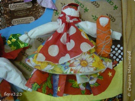 Кукла-оберег  испокон веков считается , нянечкой для новорожденных. Символ любви матери-прародительницы Рода к последующим поколениям. Моя мама родилась в 1925 году в Кировской области. где широко распространено изготовление народной игрушки и поэтому я всегда имела большое количество кукол и люблю их делать сама с теми детьми , которые приходят ко мне на занятия. фото 10