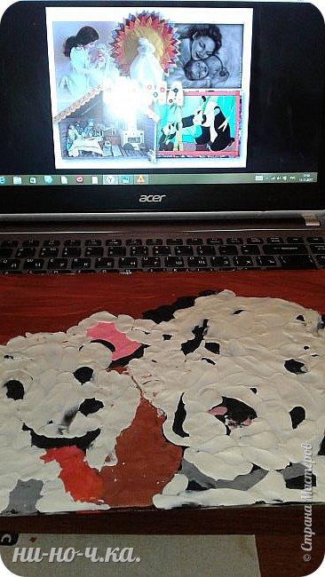 Здравствуйте, дорогие мастерицы и мастера! Сегодня я сделала свою работу , картину  с изображением собак породы Далматин, мама и щенок. Я выбрала эту работу, так как следующий год- год собаки, и хочется, чтобы собака в наступающем году всем принесла успех, радость, сопутствовала удачей во всех делах и была к нам всем доброй и дружелюбной))).Эти собаки очень дружелюбны,грациозны,умные, очень любят малышей-людей, любят общение с человеком, без общения они сановятся замкнутыми и раздражительными. Очень энергичные, подвижные, по-этому у меня щенок изображон таким озорным, непоседой, а мама за ним неукоснительно следит фото 3