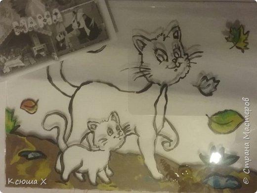 Я очень люблю кошек. Они такие славные и милые. У меня дома живут 3 кошки, я забочусь о них. Когда летом у кошек появляются котятки, я очень люблю наблюдать за ними. Кошка очень заботливая мама, она вылизывает котят язычком и даже разрешает поиграть со своим хвостиком, поэтому я решила сделать работу с кошками фото 3