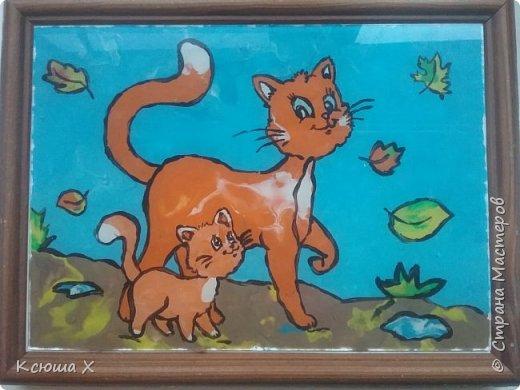 Я очень люблю кошек. Они такие славные и милые. У меня дома живут 3 кошки, я забочусь о них. Когда летом у кошек появляются котятки, я очень люблю наблюдать за ними. Кошка очень заботливая мама, она вылизывает котят язычком и даже разрешает поиграть со своим хвостиком, поэтому я решила сделать работу с кошками фото 1