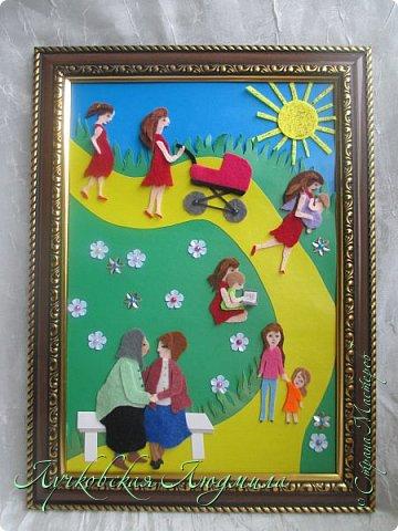"""Это мая 3 работа на конкурс, но идея возникла самая первая. На картине представлено 4 поколения: 3 мамы, 2 бабушки и 3 дочки. Давно мечтаю сделать такое фото, вот и возникла идея такой работы. Разница между моей дочкой и бабушкой 80 лет! На картине представлена бабушка и мама, сидящие на лавочке,  и я с дочкой. Мы очень любим гулять вместе (как делали, до нас, еще наши мамы) начиная с того момента, как я была еще беременной, потом мы гуляли в коляске, доросли до переноски, потом побежали сами. Еще любим песочницу и читать книги. А идем мы с дочкой к нашим бабушкам, и обязательно сходим поздравить их с """"днем МАТЕРИ"""". фото 1"""