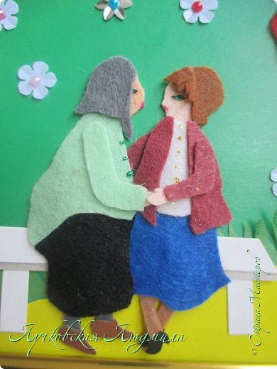 """Это мая 3 работа на конкурс, но идея возникла самая первая. На картине представлено 4 поколения: 3 мамы, 2 бабушки и 3 дочки. Давно мечтаю сделать такое фото, вот и возникла идея такой работы. Разница между моей дочкой и бабушкой 80 лет! На картине представлена бабушка и мама, сидящие на лавочке,  и я с дочкой. Мы очень любим гулять вместе (как делали, до нас, еще наши мамы) начиная с того момента, как я была еще беременной, потом мы гуляли в коляске, доросли до переноски, потом побежали сами. Еще любим песочницу и читать книги. А идем мы с дочкой к нашим бабушкам, и обязательно сходим поздравить их с """"днем МАТЕРИ"""". фото 8"""