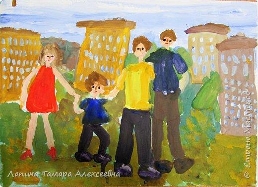 Всей семьёй мы всё делаем вместе. Вместе отдыхаем, ходим в магазин, ездием за грибами в лес, за ягодой.  фото 1