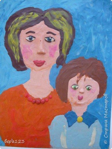 """Работа """"Мама с дочкой как подружки"""" выполнена девочками, которые живут в интернате, но всегда скучают по своим мамам,  ждут выходных, телефонных разговоров и любят свою семью. фото 1"""
