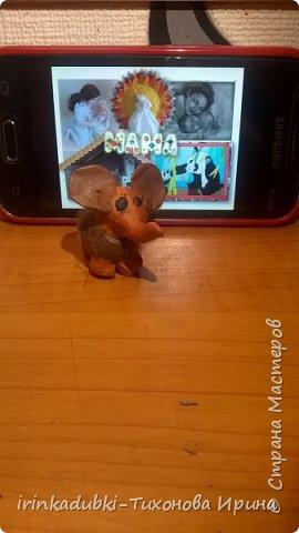 """Даша очень любит мультфильм про мамонтенка, и она назвала свою работу """"Встреча !"""". Счастливый мамонтенок нашел свою мамочку живой и здоровой, и они обнявшись своими хоботками поплыли вместе на льдине! У каждого обязательно должна быть рядом  заботливая, нежная, любимая мама !  фото 5"""