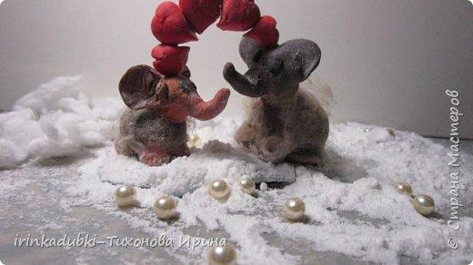 """Даша очень любит мультфильм про мамонтенка, и она назвала свою работу """"Встреча !"""". Счастливый мамонтенок нашел свою мамочку живой и здоровой, и они обнявшись своими хоботками поплыли вместе на льдине! У каждого обязательно должна быть рядом  заботливая, нежная, любимая мама !  фото 2"""