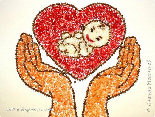 Согласно замыслу Матери-Природы основное предназначение женщины на Земле – продолжить род, стать матерью. Ребенок всегда в сердце каждой любящей матери! Поэтому у нас возникла идея нарисовать символ материнства - руки, которые держат сердце, внутри которого младенец. фото 1