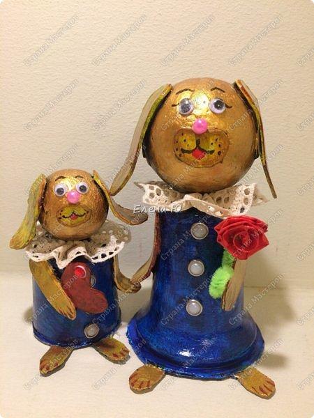 Желтая маленькая собачка поздравляет маму с Днем Матери. Она приготовила ей в подарок сердечко в знак большой любви и, конечно, цветок:)) Универсальный сувенир, который подойдет и к этому празднику, и к Новому году, и к Международному женскому дню и ко Дню Святого Валентина:))) фото 3