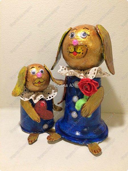 Желтая маленькая собачка поздравляет маму с Днем Матери. Она приготовила ей в подарок сердечко в знак большой любви и, конечно, цветок:)) Универсальный сувенир, который подойдет и к этому празднику, и к Новому году, и к Международному женскому дню и ко Дню Святого Валентина:))) фото 1