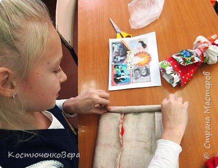 Представляю вашему вниманию композицию из тряпичных кукол в народном стиле. Выполнила работу моя ученица Жданова Юля. фото 3