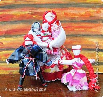 Представляю вашему вниманию композицию из тряпичных кукол в народном стиле. Выполнила работу моя ученица Жданова Юля. фото 1