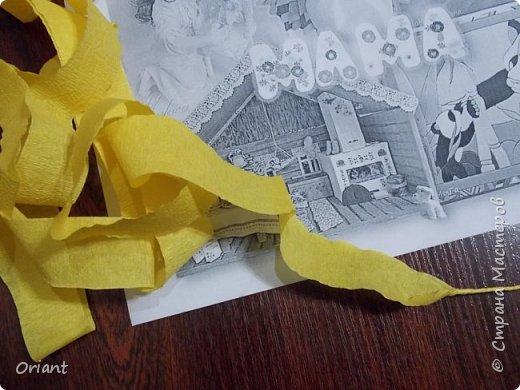 Испокон веков женщина в Украине ассоциируется с Берегиней семьи - именно она воспитывает детей, учит их любить родную землю, язык, песни, сказки, традиции... С детства и через всю жизнь несем мы в своей душе единственный и неповторимый образ - образ мамы, мамочки, которая поймет, простит, приласкает, прижмет к сердцу и будет самозабвенно любить несмотря ни на что. В Украине День Матери отмечают не в ноябре, а во второе воскресенье мая. Этот месяц считается месяцем Пречистой Девы Марии. Ведь именно к Божьей Матери обращаются христиане, прося заступничества и помощи, а матери просят её помочь своим детям. В мае, когда Природа-Мать провожает свою Дочь-Землю в пышном наряде весенних цветов в дорогу жизни, люди выражают благодарность материнскому самопожертвованию, материнской любви.  Современная украинская мама и  дети, конечно, выглядят не так. Хотя сейчас очень популярны и вышиванка, и веночек. Но своих детей мамы любят так же крепко, как и сто, и двести лет назад. Как и все мамы мира! фото 3