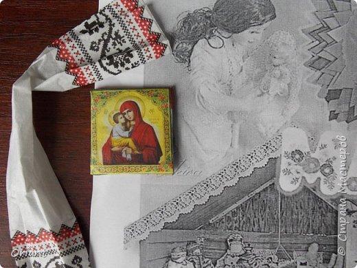 Испокон веков женщина в Украине ассоциируется с Берегиней семьи - именно она воспитывает детей, учит их любить родную землю, язык, песни, сказки, традиции... С детства и через всю жизнь несем мы в своей душе единственный и неповторимый образ - образ мамы, мамочки, которая поймет, простит, приласкает, прижмет к сердцу и будет самозабвенно любить несмотря ни на что. В Украине День Матери отмечают не в ноябре, а во второе воскресенье мая. Этот месяц считается месяцем Пречистой Девы Марии. Ведь именно к Божьей Матери обращаются христиане, прося заступничества и помощи, а матери просят её помочь своим детям. В мае, когда Природа-Мать провожает свою Дочь-Землю в пышном наряде весенних цветов в дорогу жизни, люди выражают благодарность материнскому самопожертвованию, материнской любви.  Современная украинская мама и  дети, конечно, выглядят не так. Хотя сейчас очень популярны и вышиванка, и веночек. Но своих детей мамы любят так же крепко, как и сто, и двести лет назад. Как и все мамы мира! фото 15