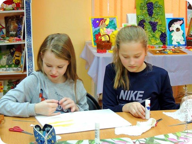 Техника -пэчворк без иголки. Даша и Алина -подружки. Поэтому работу делали вместе. фото 5
