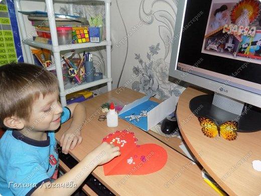 Мой сын любит мастерить разные поделки, особенно открытки. Он с охотой взялся за эту поделку. фото 4