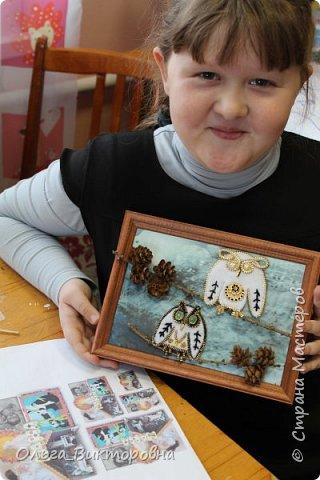 Сова- мамочка-сова, Большая голова. На ветке сидела,  Головой вертела. Эту потешку мне рассказывала бабушка, когда я была совсем маленькая. А этих совушек я сделала сама. Бабушка научила меня делать брошки из фетра и молнии и я решила сделать на конкурс маму Сову с маленьким совенком. фото 7
