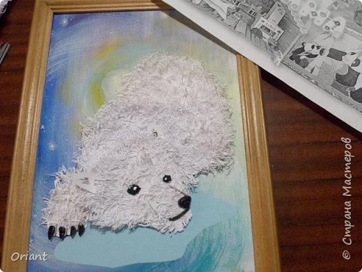 Сережа долго думал, какую тему выбрать. И решил сделать белую медведицу с медвежонком в новой для него технике. Белый или полярный медведь  - одно из крупнейших животных на Земле. А мама-медведица, как и все мамы, заботливая и любящая, всегда готова защитить своего малыша.А знаете ли вы, что «Умка» по-чукотски означает медведь, или, точнее, «взрослый белый медведь-самец». А мы думали (благодаря одноименному мультфильму), что это маленький медвежонок.  фото 17