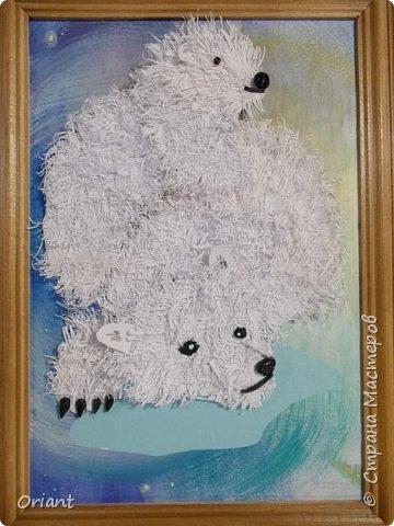 Сережа долго думал, какую тему выбрать. И решил сделать белую медведицу с медвежонком в новой для него технике. Белый или полярный медведь  - одно из крупнейших животных на Земле. А мама-медведица, как и все мамы, заботливая и любящая, всегда готова защитить своего малыша.А знаете ли вы, что «Умка» по-чукотски означает медведь, или, точнее, «взрослый белый медведь-самец». А мы думали (благодаря одноименному мультфильму), что это маленький медвежонок.  фото 1