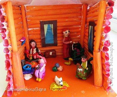 Такой дом построили девочки 4 класса, Катя и Оксана. Семейная сценка из жизни многих семей. Дома мама и её дети. Как хорошо, когда дома мир и покой. И есть своя крыша. фото 2