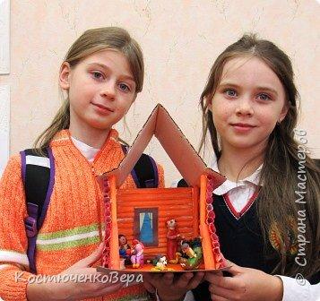 Такой дом построили девочки 4 класса, Катя и Оксана. Семейная сценка из жизни многих семей. Дома мама и её дети. Как хорошо, когда дома мир и покой. И есть своя крыша. фото 12