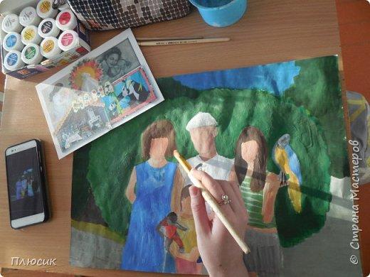 Катя нарисовала всю свою семью, когда они отдыхали на море. Прошло 7 лет, а они с удовольствием вспоминают эту поездку. Это единственный раз, когда семья в полном составе смогла съездить на море. фото 7