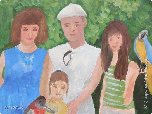 Катя нарисовала всю свою семью, когда они отдыхали на море. Прошло 7 лет, а они с удовольствием вспоминают эту поездку. Это единственный раз, когда семья в полном составе смогла съездить на море. фото 8