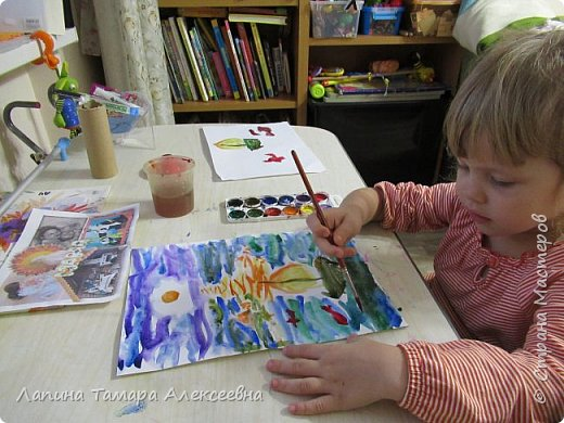 Представляю работу Дарины в акварели. Рисунок задумывался не доя конкурса, т.к. участвовать в конкурсе юный художник не хотел. Расставаться с рисунками девочка не хочет, а многие конкурсы рисунки не возвращают. Уговоры заняли некоторое время.  фото 7