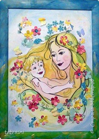 Тема материнства мне очень близка. Я - мама, бабушка.Трое внуков - это здорово! Мои дочери тоже мамы. Меня всегда привлекала тема материнской нежности. И сейчас меня вдохновили фотографии моих дочерей. Может здесь они выглядят усталыми, но я думаю вместе с заботами они испытывают  чувства любви и нежности к своим детям. Это незабываемые первые годы жизни, когда они были маленькие, милые, беззащитные... Мамы любят своих деток, заботятся о них. И пусть так будет всегда! Мамы милые, нежные, любящие! фото 1