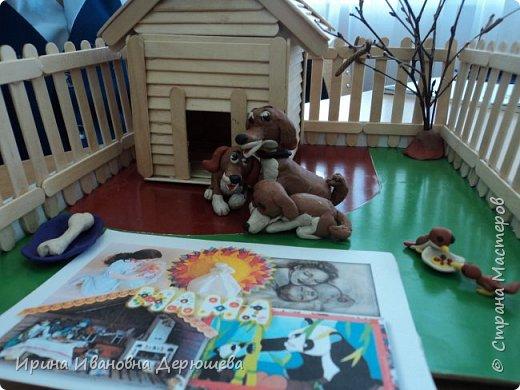"""Доброго времени суток всем жителям Страны Мастеров. Я учусь в 1 классе и первый раз принимаю участие в конкурсе поделок. Я люблю лепить из пластилина. Особенно меня привлекают животные. Они очень добрые и доверчивые. А малыши очень забавные. В наступающий год собаки я решил показать в своей работе""""Щенячью любовь"""" фото 7"""