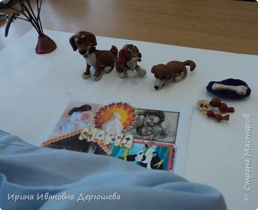 """Доброго времени суток всем жителям Страны Мастеров. Я учусь в 1 классе и первый раз принимаю участие в конкурсе поделок. Я люблю лепить из пластилина. Особенно меня привлекают животные. Они очень добрые и доверчивые. А малыши очень забавные. В наступающий год собаки я решил показать в своей работе""""Щенячью любовь"""" фото 4"""
