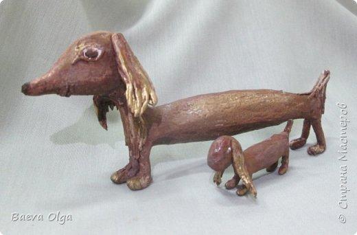 """""""С мамой таксой"""" - композиция из жизни собак. собаки таксы очень интересные и забавные животные - заботливые  и неугомонные мамы.  фото 1"""