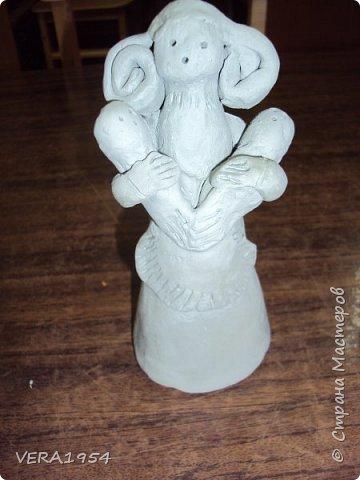 Добрый день, друзья!         Хочу познакомить вас с воронежской игрушкой. Воронежская игрушка менее известна, чем другие игрушки народных промыслов России. Меня очень заинтересовал образ мамы воронежской игрушки, и я решил слепить такую.  фото 3