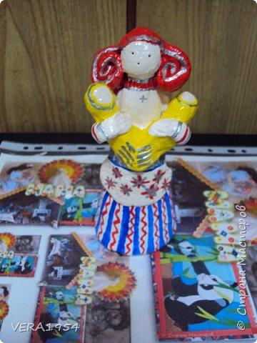 Добрый день, друзья!         Хочу познакомить вас с воронежской игрушкой. Воронежская игрушка менее известна, чем другие игрушки народных промыслов России. Меня очень заинтересовал образ мамы воронежской игрушки, и я решил слепить такую.  фото 8