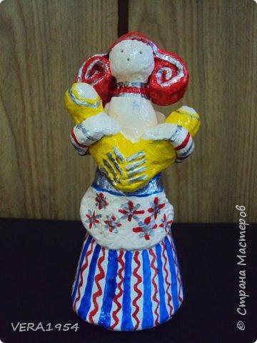 Добрый день, друзья!         Хочу познакомить вас с воронежской игрушкой. Воронежская игрушка менее известна, чем другие игрушки народных промыслов России. Меня очень заинтересовал образ мамы воронежской игрушки, и я решил слепить такую.  фото 1