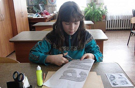 """""""На свете слова нет роднее и дороже."""" Поэтому Полина решила оформить слово """"мама"""". Долго думала - как, и остановилась на журнальных трубочках - они яркие, цветные фото 2"""