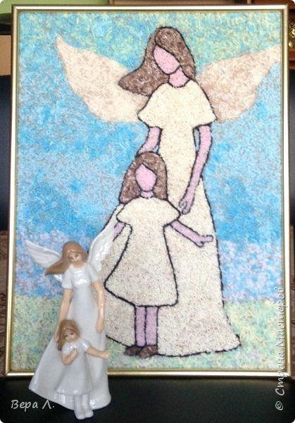 Кто сказал, что ангелов на земле не бывает? Просто иногда у них нет крыльев, и тогда мы называем их мамами. Мама всегда нас оберегает, даже когда её нет рядом с нами...  фото 8