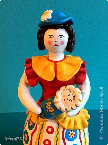 """Решила сделать работу в номинации """"Язык народной культуры"""". Выбрала дымковскую игрушку. Этот промысел очень старинный, насчитывает несколько веков. В старину было очень мало игрушек и стоили они очень дорого, поэтому не каждая семья могла позволить себе купить игрушку. Умельцы из села Дымково решили использовать глину, которой было много вблизи села, и делать игрушки, которые будут доступны всем. Так появился дымковский промысел. Игрушки у дымковских мастеров-умельцев получались необыкновенно красивыми, яркими, сказочными, волшебными. Люди считали, что эти игрушки оберегают от несчастий, от бед. Поэтому их изготавливали не только на ярмарку для украшения и игры, а использовали, как оберег, ставили зимой между окнами дома. Узоры на одежде соответствовали узорам на реальных тканях — гладкоокрашенных, клетчатых, """"в горошек"""" и в мелкий цветочек и элементы росписи - простейшие геометрические элементы: кружки, кольца, полоски, змейки. Все игрушки расписывались вручную, поэтому каждая уникальна и не повторима. Дымковские мастера любили создавать жанровые сцены, гулянья, на которых изображали семьи: маму с детьми, папу, девушек и юношей.  фото 14"""