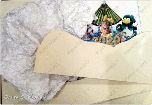 Здравствуйте, дорогие жители Страны Мастеров! Каждый год мы украшаем свою входную дверь. В этом году, в связи с конкурсом, я решила обыграть необычное число 2020 таким образом. В гости к нам и нашим соседям пришли Дед Мороз со Снегурочкой и принесли с собой воздушные шарики - цифры, из которых сложилось число 2020.  фото 5