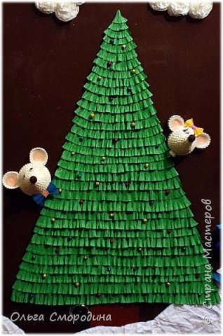 Здравствуйте, дорогие жители Страны Мастеров! Каждый год мы украшаем свою входную дверь. В этом году, в связи с конкурсом, я решила обыграть необычное число 2020 таким образом. В гости к нам и нашим соседям пришли Дед Мороз со Снегурочкой и принесли с собой воздушные шарики - цифры, из которых сложилось число 2020.  фото 9