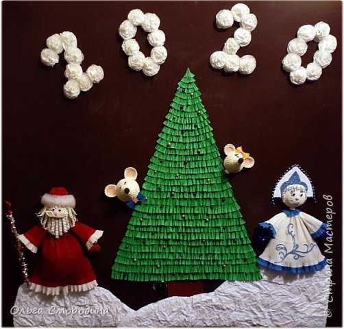 Здравствуйте, дорогие жители Страны Мастеров! Каждый год мы украшаем свою входную дверь. В этом году, в связи с конкурсом, я решила обыграть необычное число 2020 таким образом. В гости к нам и нашим соседям пришли Дед Мороз со Снегурочкой и принесли с собой воздушные шарики - цифры, из которых сложилось число 2020.  фото 12