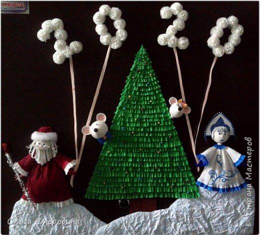 Здравствуйте, дорогие жители Страны Мастеров! Каждый год мы украшаем свою входную дверь. В этом году, в связи с конкурсом, я решила обыграть необычное число 2020 таким образом. В гости к нам и нашим соседям пришли Дед Мороз со Снегурочкой и принесли с собой воздушные шарики - цифры, из которых сложилось число 2020.  фото 13