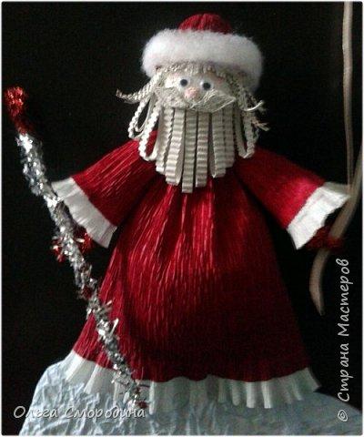 Здравствуйте, дорогие жители Страны Мастеров! Каждый год мы украшаем свою входную дверь. В этом году, в связи с конкурсом, я решила обыграть необычное число 2020 таким образом. В гости к нам и нашим соседям пришли Дед Мороз со Снегурочкой и принесли с собой воздушные шарики - цифры, из которых сложилось число 2020.  фото 7