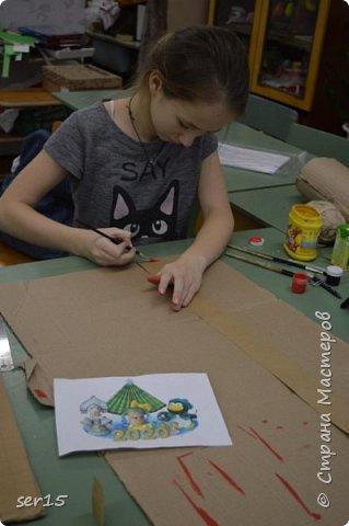 """Всем здравствуйте! Это опять я Мастеришка и мои ребята! Сегодня показываем панно """"Сказочный домик Деда Мороза""""(и это последняя работа в этом конкурсе)))) Можно сказать, что эта работа была начата одной из первых, но кто занимается выкладыванием картинок из оригами- мозаики, тот нас поймет)...даже картинка на 250 модулей получается не быстро. фото 9"""
