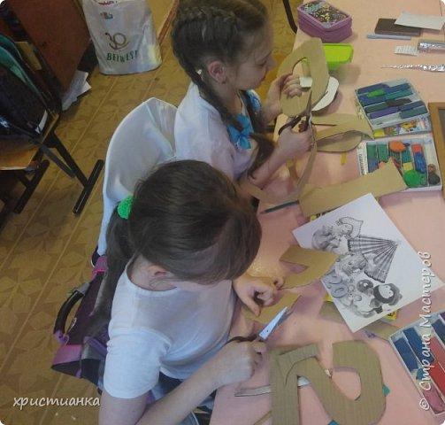 Полина и Настя для своей работы выбрали технику торцевания.Так как наступивший год имеет необычное число, поэтому было решено оформить все числа по временам года. фото 2
